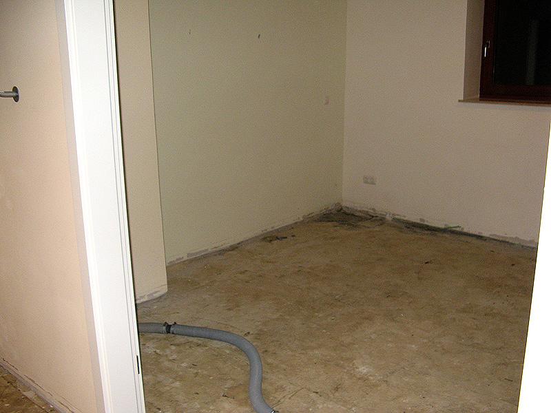 feuchte kellerwand kellerwand einfach selbst sanieren sakret diy kellerwand verputzen feuchten. Black Bedroom Furniture Sets. Home Design Ideas